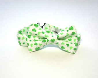 Bow Tie - White w/ Green Clovers and Hearts Bowtie