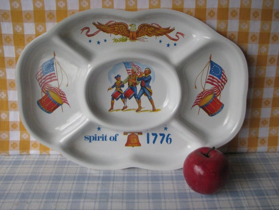 Patriotic Divided Party Trays Molded Sporit of 1776  Disposable Set of 2  Vintage 1970's