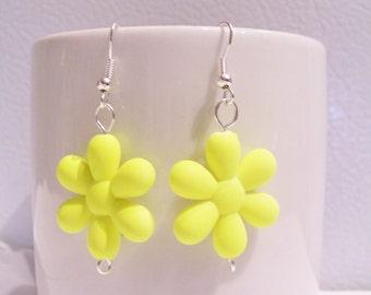 Bright neon yellow retro 80's plastic daisy earrings - neon earrings - retro 1980's style earrings - neon jewelry - daisy plastic earrings