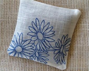 Lavender sachet on linen fabric, blue daisy flower bridal shower gift, rustic wedding favor, potpourri sachet with organic lavender buds