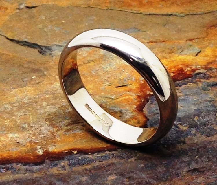 Simple And Traditional Wedding Ring 9k White Gold By