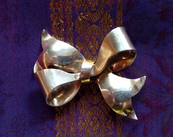 little sterling silver bow pin