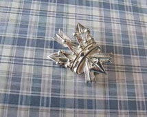 A Super Crown and Three Arrows brooch Possibly a Royal Archers sweet heart badge or vintage jewelry brooch in hallmarked Birmingham silver