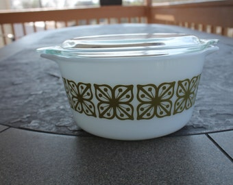 Pyrex Covered Casserole Dish in the Square Flower / Verde Pattern