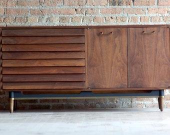 Mid-Century 6 drawer - 2 door Maple Dresser