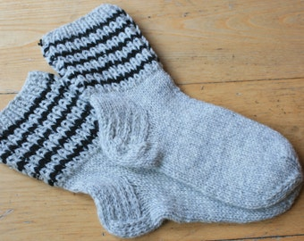 Women's Hand Knit Socks / Handmade Socks / Hand Knit socks