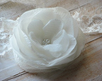 Ivory hair flower Bridal hair clips Ivory flower Ivory headpiece Ivory wedding flower 3 inch ivory flower Ivory hair piece Wedding accessory