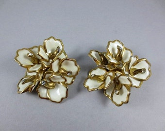 1950s Large Flower Earrings,Spring Earrings,Flower Cluster Clip Ons,White Flower Earrings,Rhinestone Floral Earrings,1950s Statement Earring