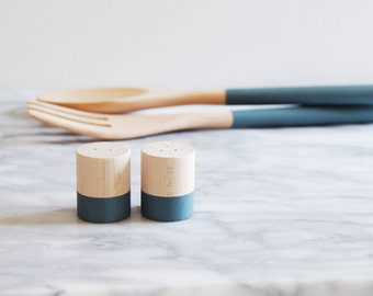 River Rock Maple Wood Mini Salt and Pepper Shaker Set | Wedding Table Salt and Pepper | Wedding Favors | Kitchen Decor | Hostess Gift