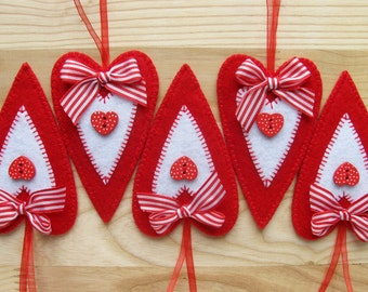 Set of 5 Felt Heart Ornaments, Home decor,  Favors for Valentine's Day