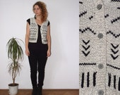 90's vintage womens gray knitted geometric black patterned  vest / sweater