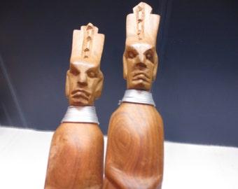 Vintage salad set, fork & spoon w / hand-carved wood figures