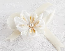 Bridal Wrist Corsage, Cream Flower Corsage, Bridesmaid Bracelet, Kanzashi Corsage, Bridal Cuff Bracelet, Prom Corsage, Wedding Wrist Corsage