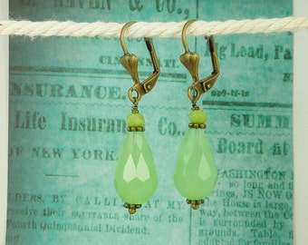 Earrings crystal drops green