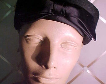 1950s Black Felt Hat with Flat  Satin Bow in Front, Label: Bee Jones Providence  #H21