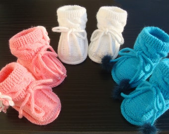 Knitted Baby booties in blue white or pink ,knitted baby boots,knitted baby shoes,READY TO SHIP