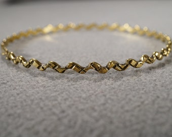 Vintage Art Deco Style Yellow Gold Tone Twisted Etched Bangle Bracelet jewelry    K