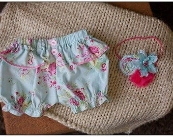 Newborn to 3 Months  Baby Girl Bloomers Diaper Cover and Headband Photography Prop