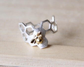 Sterling Silver Honey Comb with a Bumble Bee Ring. Adjustable Ring. Bee Ring. Insect Ring. Simple Ring