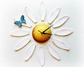 Daisy wall clock with pet...