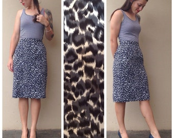 Vintage // GREY LEOPARD print pencil skirt // high waisted, falls just below the knee // size small //