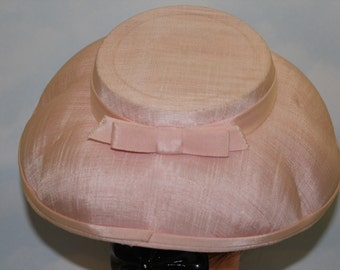 """1940s 50s 21"""" Baby Pale Pink Sea Shell Canvas Linen Brimmed Topper Hat"""