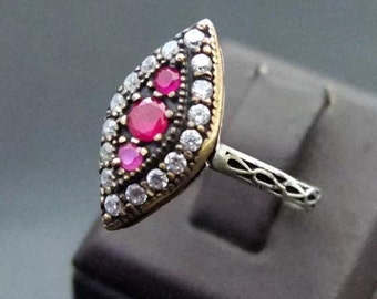 Vintage Two-Tone Dress Ring in Ruby-Pink