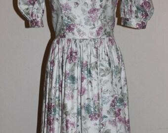 vintage laura ashley floral scalloped dress/deep v laura ashley dress/floral whimsical dress sz 6
