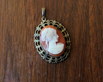 vintage 1940s cameo pendant // 40s filigree cameo necklace