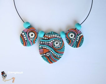 Ethnic style necklace.