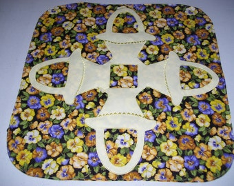 Candle mat that has an Hawaiian motif appliqued in the center-table decoration machine appliqued and quilted.