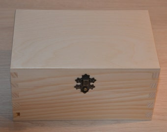 Unfinished wooden box with lock from natural wood, great for decoupage 7,86 x 5,11 x  4,12 inch (20x13x10,5 cm)