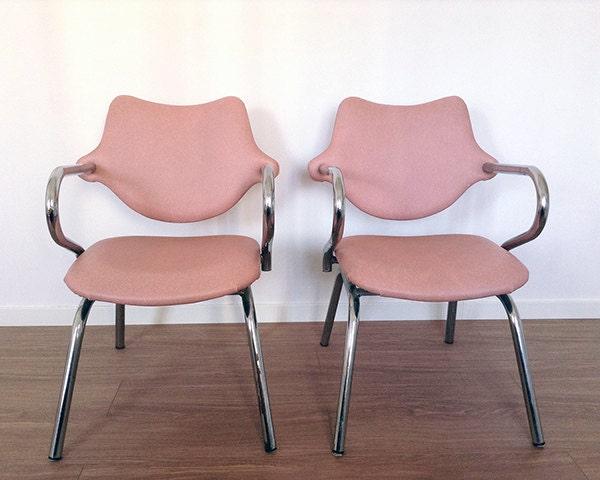 Bonitas sillas kiss dise adas en los 80 s haute juice for Sillas bonitas