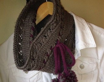 Criss Cross Cowl - a loom knit pattern