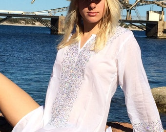 White Ibiza tunic in muslin cotton with silver shinny sequinces in hand embroidery