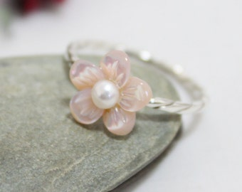 Pink Flower Ring, Statemment Ring, Stackable Ring, Pink Mother of Pearl Flower Ring, Dainty Flower Ring, Cute Ring