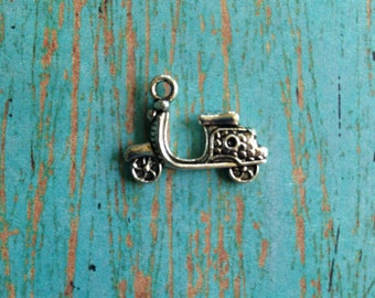8 Scooter charms antique silver tone - silver scooter charms, motorbike charms, scooter pendant, Vespa charm, scooter jewelry, J12