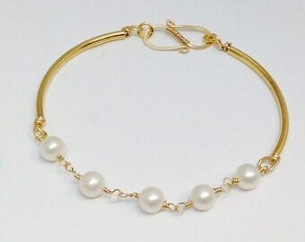 Freashwater pearl wirewrapped gold bracelet