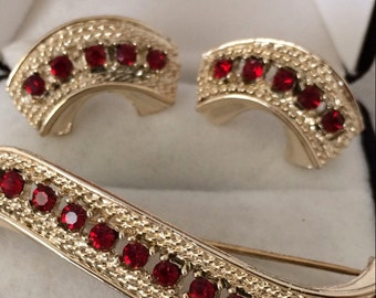 Lovely Red Rhinestone Vintage Curved Paved Setting Prong Set Demi Parure Brooch Pin w/ matching Screw Backing Earrings