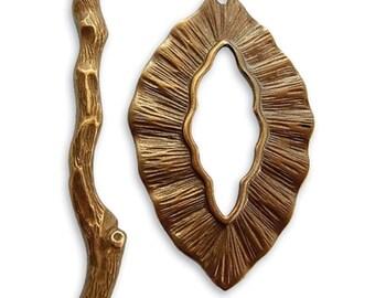 Vintaj Woodland Toggle in Natural Brass, 39x24mm. Jewelry Making, Scrapbooking TRS10