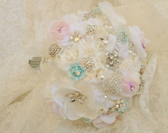 Beautiful bouquet bridal bouquet quinceanera flowers handmade ceremony Princess crystals, brooches vintage Wedding bouquet, bouquet brooch