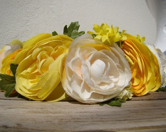 Buttercup yellow and white wreath