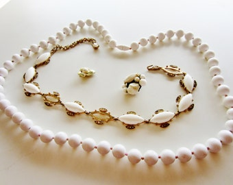 Harvest Shabby Chic Vintage Jewelry lot for Repair. White and gold 4 pieces (3005)