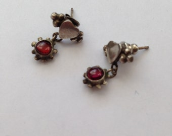 Precious vintage sterling silver & garnet drop earrings