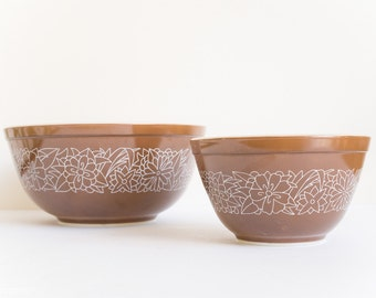 Pyrex Woodland Bowls - Chocolate - 401 (750ml) and 403 (2.5l)