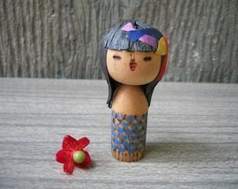 1970s Rare Vintage Small Girl kokeshi Doll With Raffia Hair And Fish Headdress