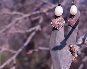Pierre de la plage et de boucles d'oreilles avec coeur Bronze