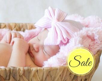Pink Newborn Hat with Bow Hat Newborn Hospital Hat pink striped Baby Hat Newborn Baby Hat for Girl Baby Hat with Bow Pink Baby Hat with Bow