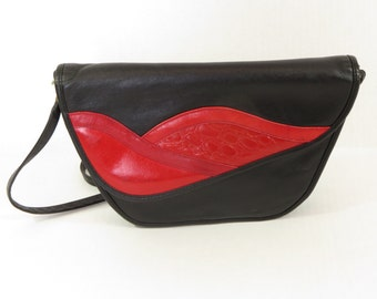 Vintage 1980's black and red leather cross body bag / purse !