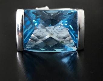 18K gold Blue Topaz Ring